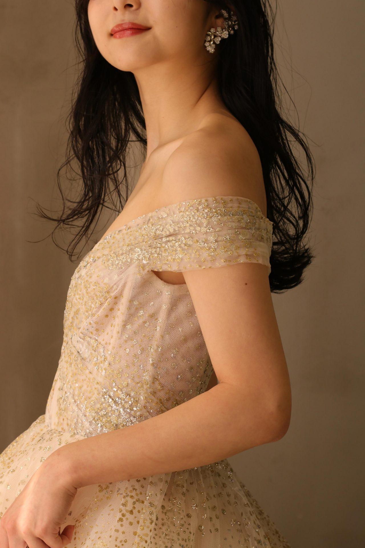THETREATDRESSINGのカラードレスは海外のインポートブランドなので、可愛らしさのなかにもスタイリッシュできりっとした印象があり、大人の花嫁様にもおすすめです