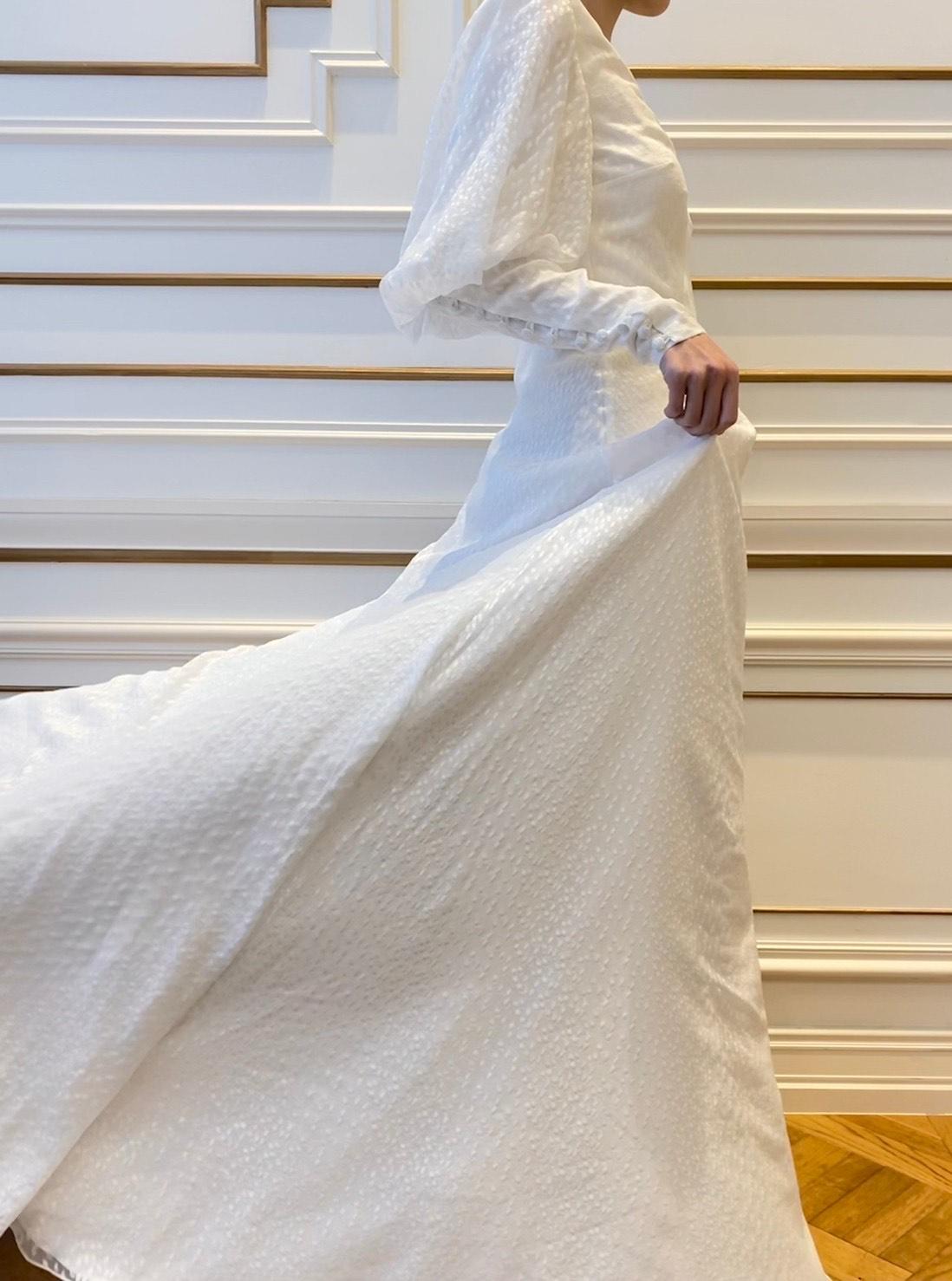 サフィーヤのAラインシフォンの素材が軽やかなウェディングドレス