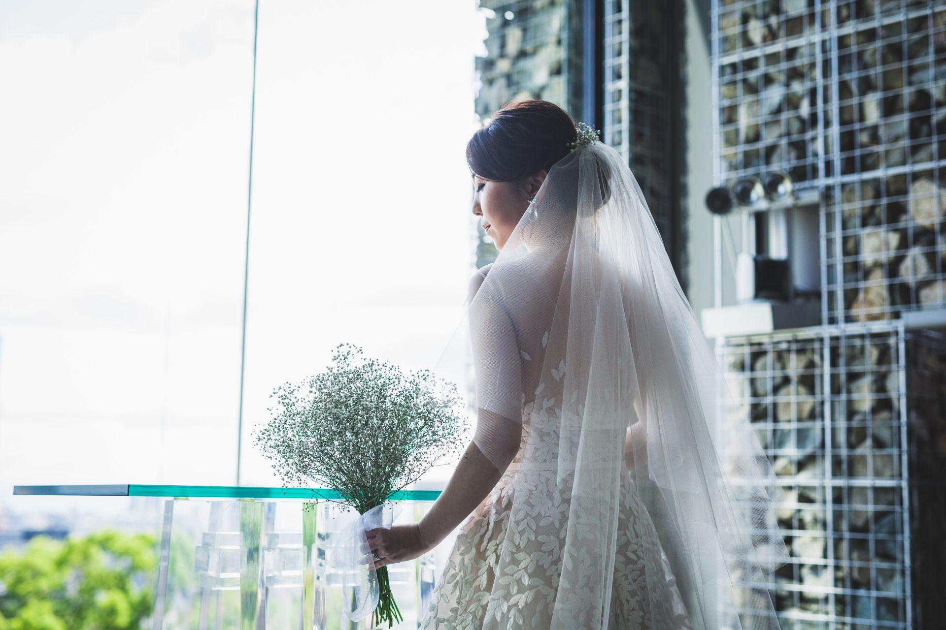 THE TREAT DRESSING神戸店がおすすめするお背中にリーフの刺繍が施されたミラズウィリンガーのウェディングドレスのご紹介
