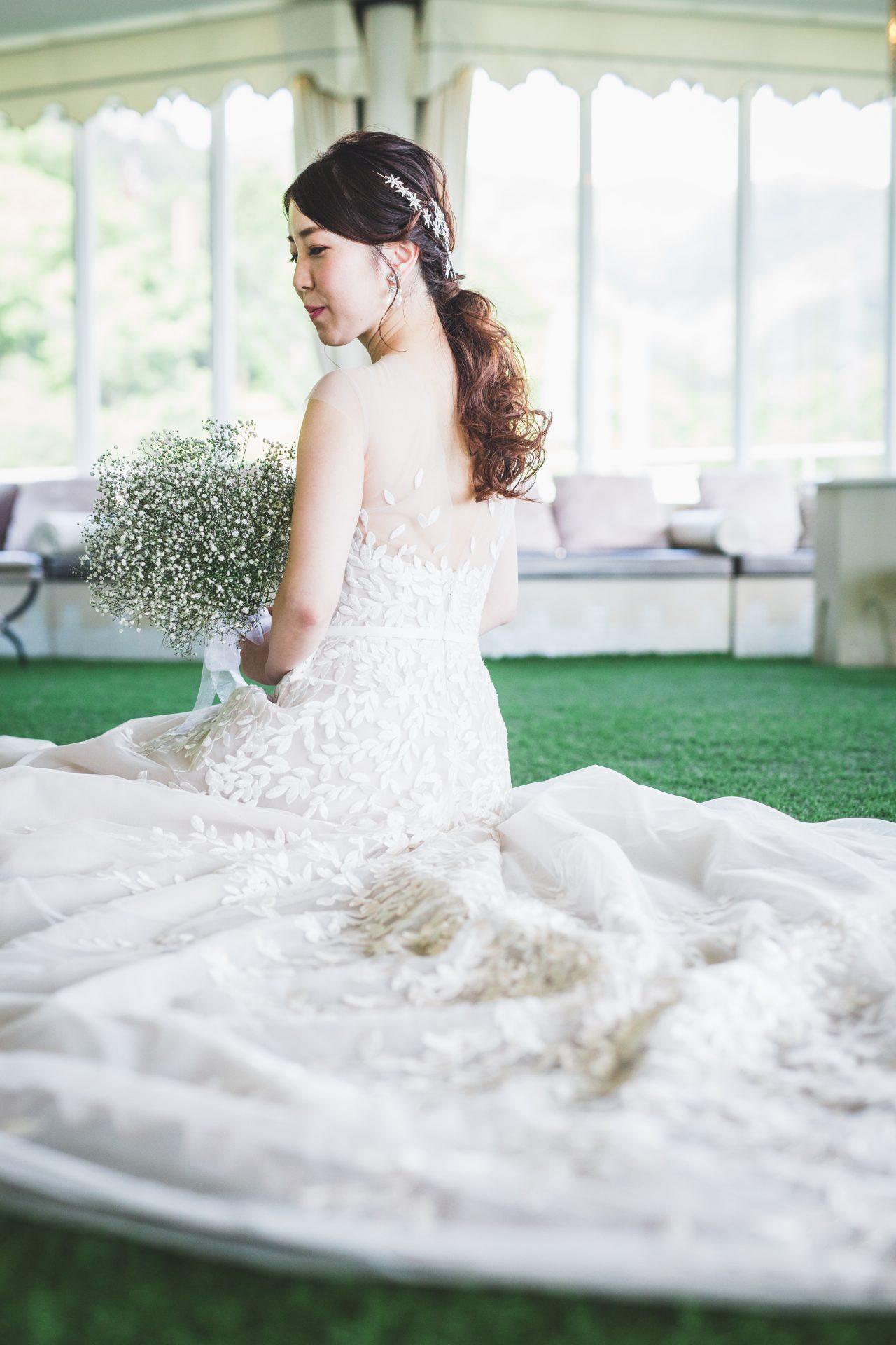 ザトリートドレッシング神戸店がお取り扱いするミラズウィリンガーで人気を集めるリーフモチーフをトリートオリジナルのデザインに仕上げていただいたミラズウィリンガーのウェディングドレスのご紹介