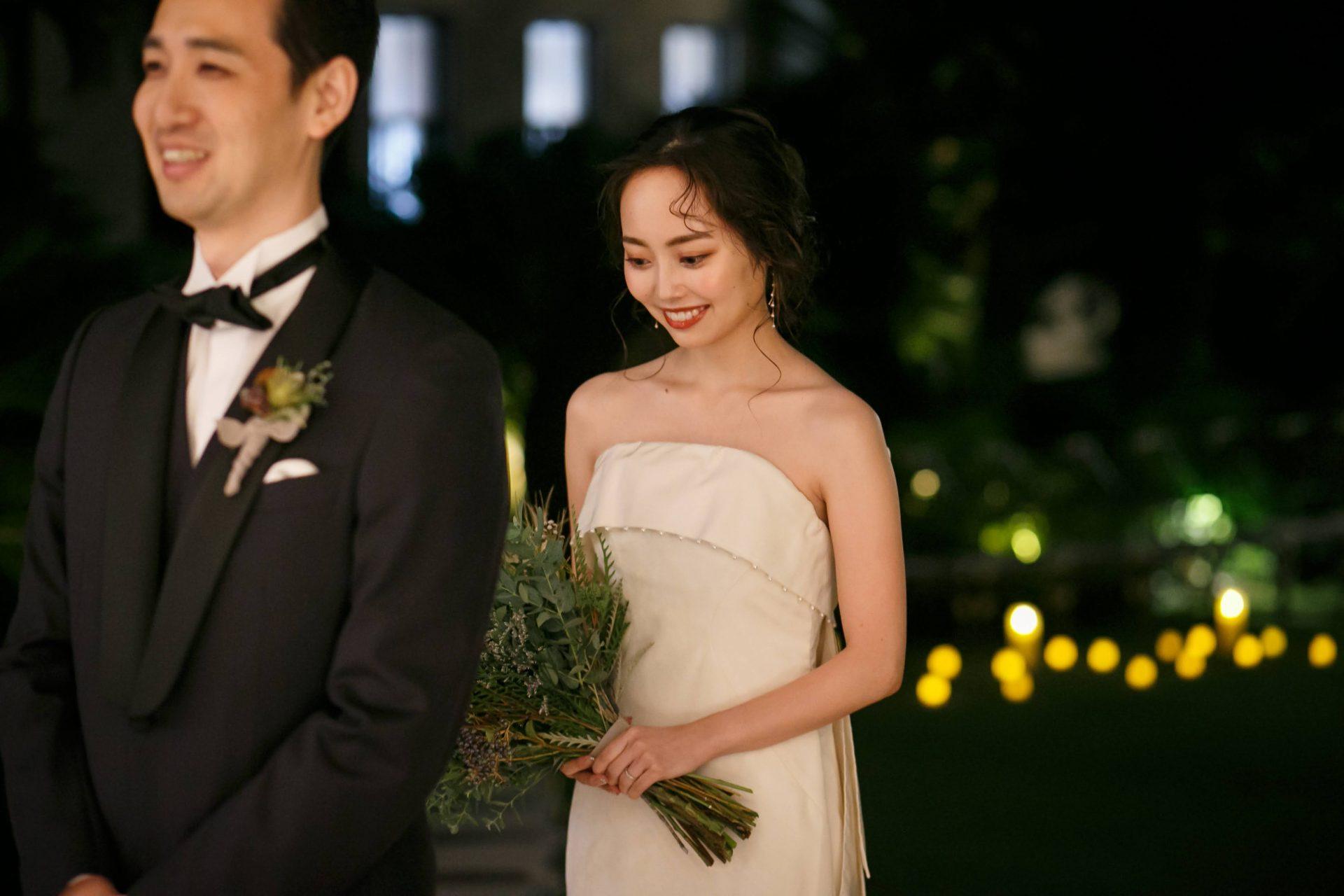 赤坂プリンスクラシックハウス内のガーデンスペースで行ったウェディングドレス姿のファーストミートは、キャンドルの暖かい光に包まれたロマンティックな雰囲気の中で行われ、ナイトウェディングらしさを演出することが出来ました