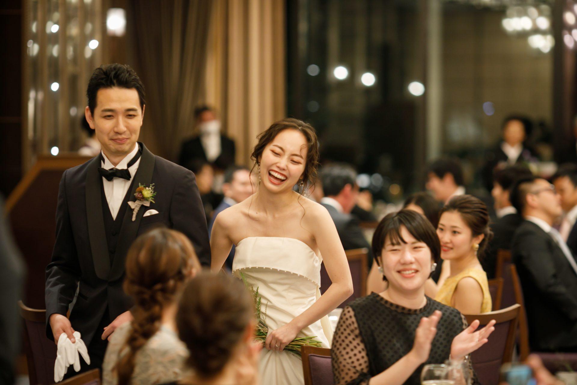 春から夏に結婚式を延期し新郎新婦様もご家族様も不安な時期が続きましたが、結婚式当日は沢山の友人や家族に囲まれとても楽しいパーティになったことを、新婦様の笑顔が物語っています