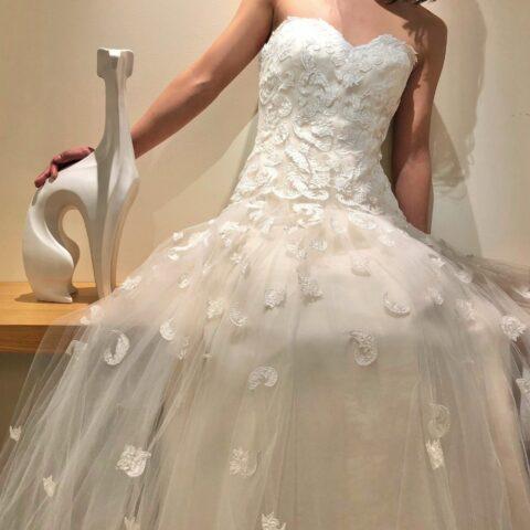 ザトリートドレッシング横浜店で人気のオスカーデラレンタのレンタルウェディングドレスをご紹介