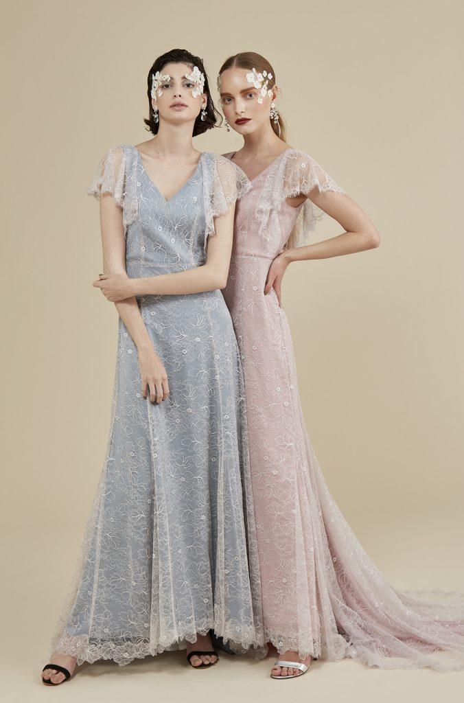 TREAT MAISONの1st Collectionのカラードレス。ペールトーンのピンクとブルーの2色展開のカラードレスは、スレンダーラインに総レースの組み合わせで、ナチュラルにエレガントに着こなしていただくことができます。