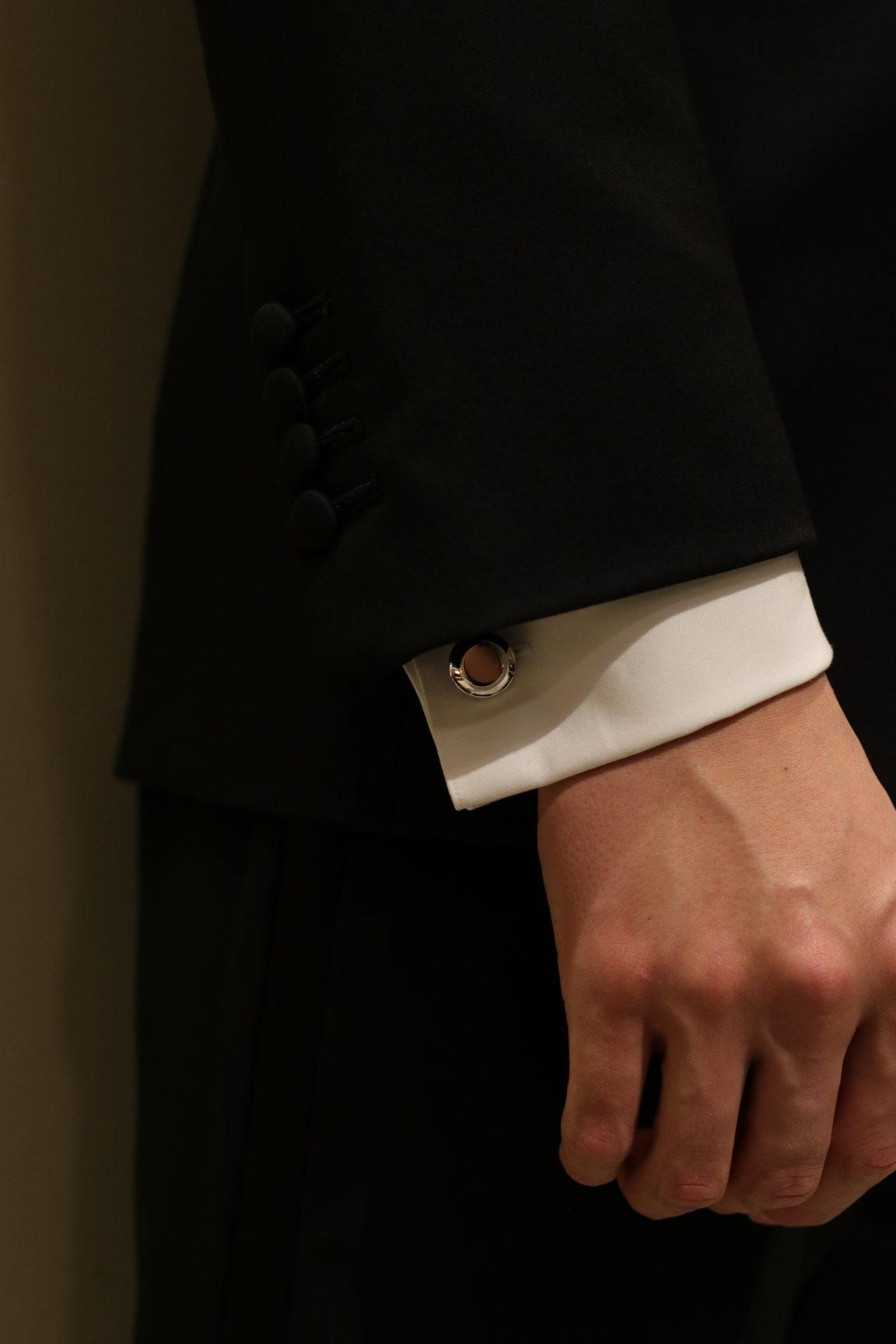 カフリンクスは男性の唯一のアクセサリーで、フォーマルやビジネスシーン、カジュアルシーンでもシャツと合わせてご使用していただけるアイテムです。