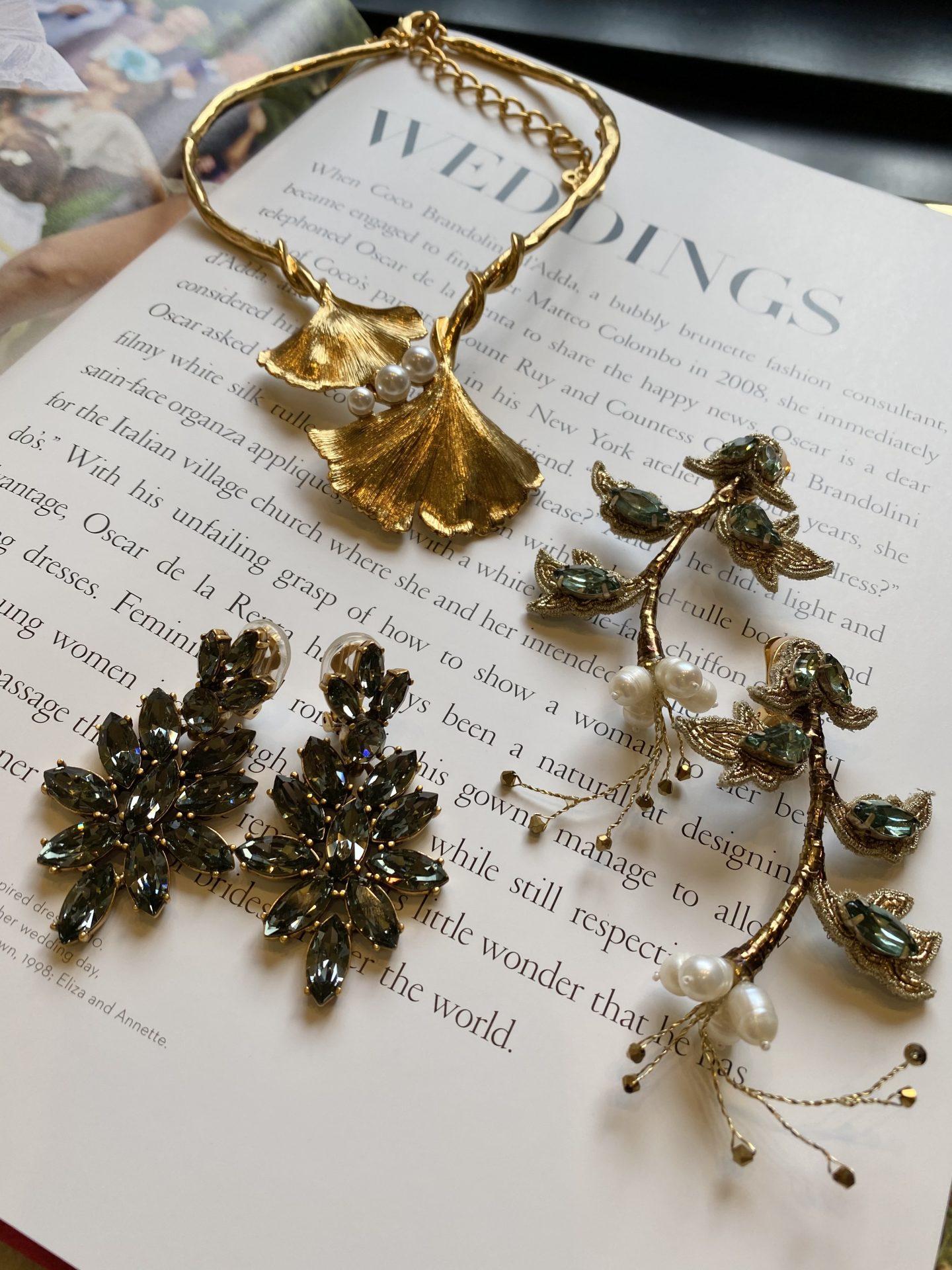 ザ・ガーデンオリエンタル・大阪に合うオスカー・デ・ラ・レンタの大ぶりのイヤリングとネックレスのコレクション