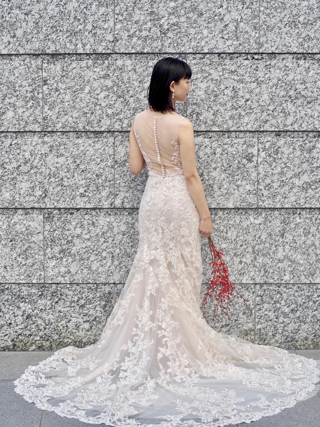トリートドレッシング神戸店にてお取り扱いのあるお背中のクルミボタンが愛らしいブリス モニーク・ルイリエのドレスのご紹介