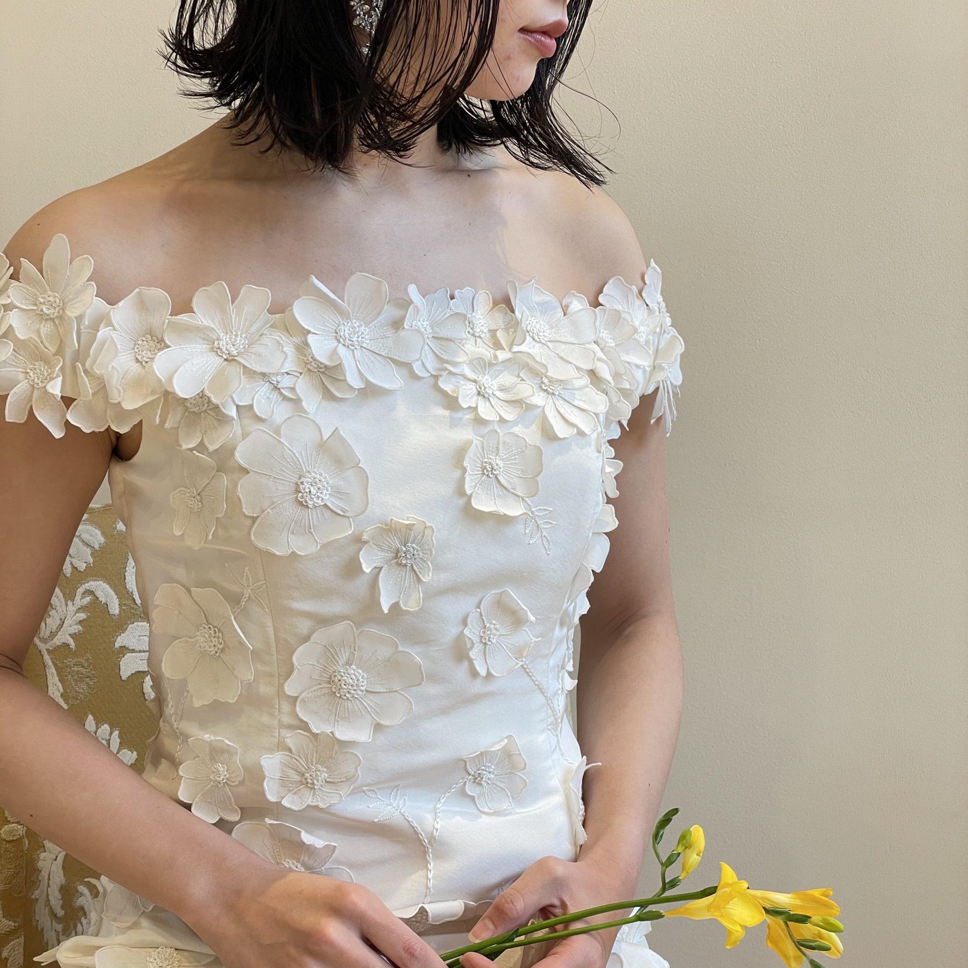 トリートドレッシング京都店にておすすめのオスカーデラレンタのオフショルダーのドレスのご紹介
