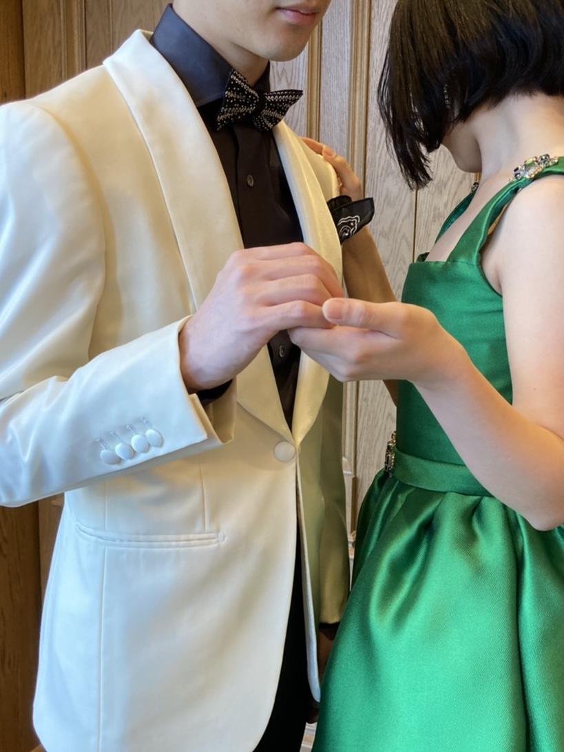 ザトリートドレッシング名古屋店でおすすめする白色のタキシードを使用したお色直しのコーディネート