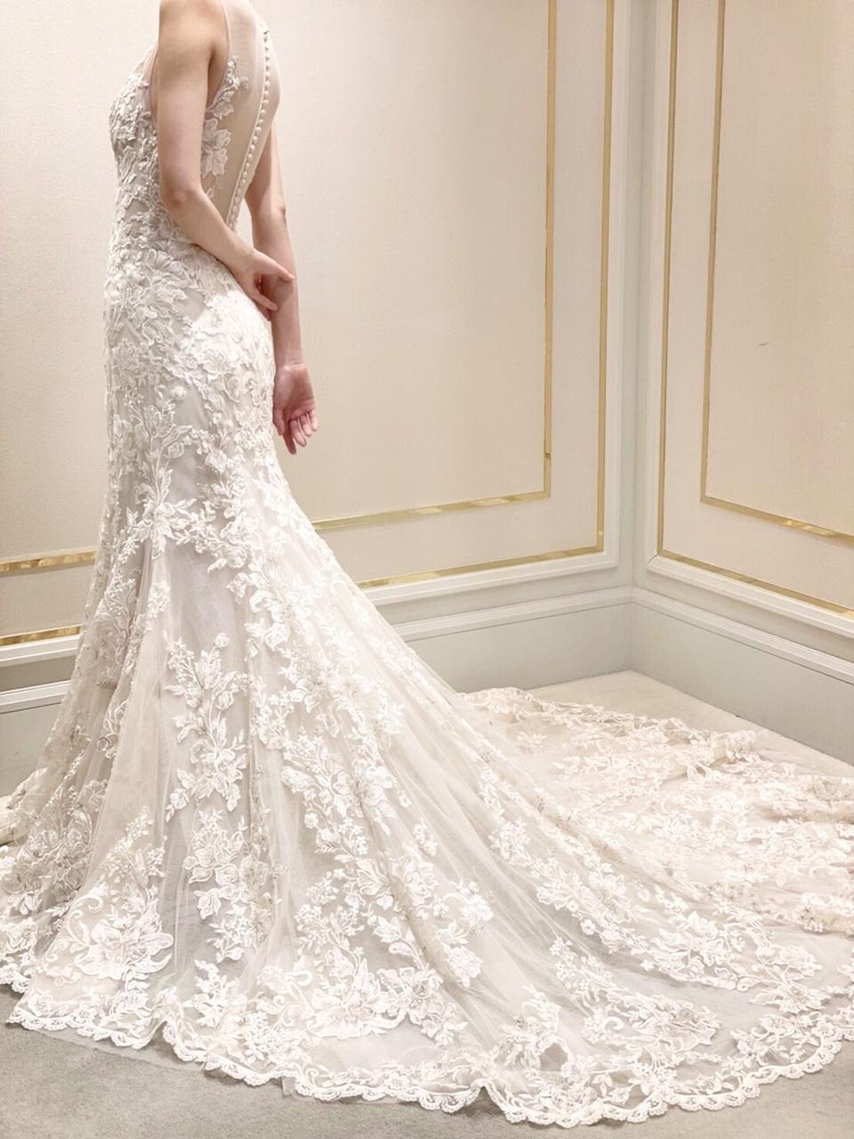 ガーデンが美しい結婚式会場におすすめのブリス モニークルイリエのレースワークが美しいマーメイドドレス