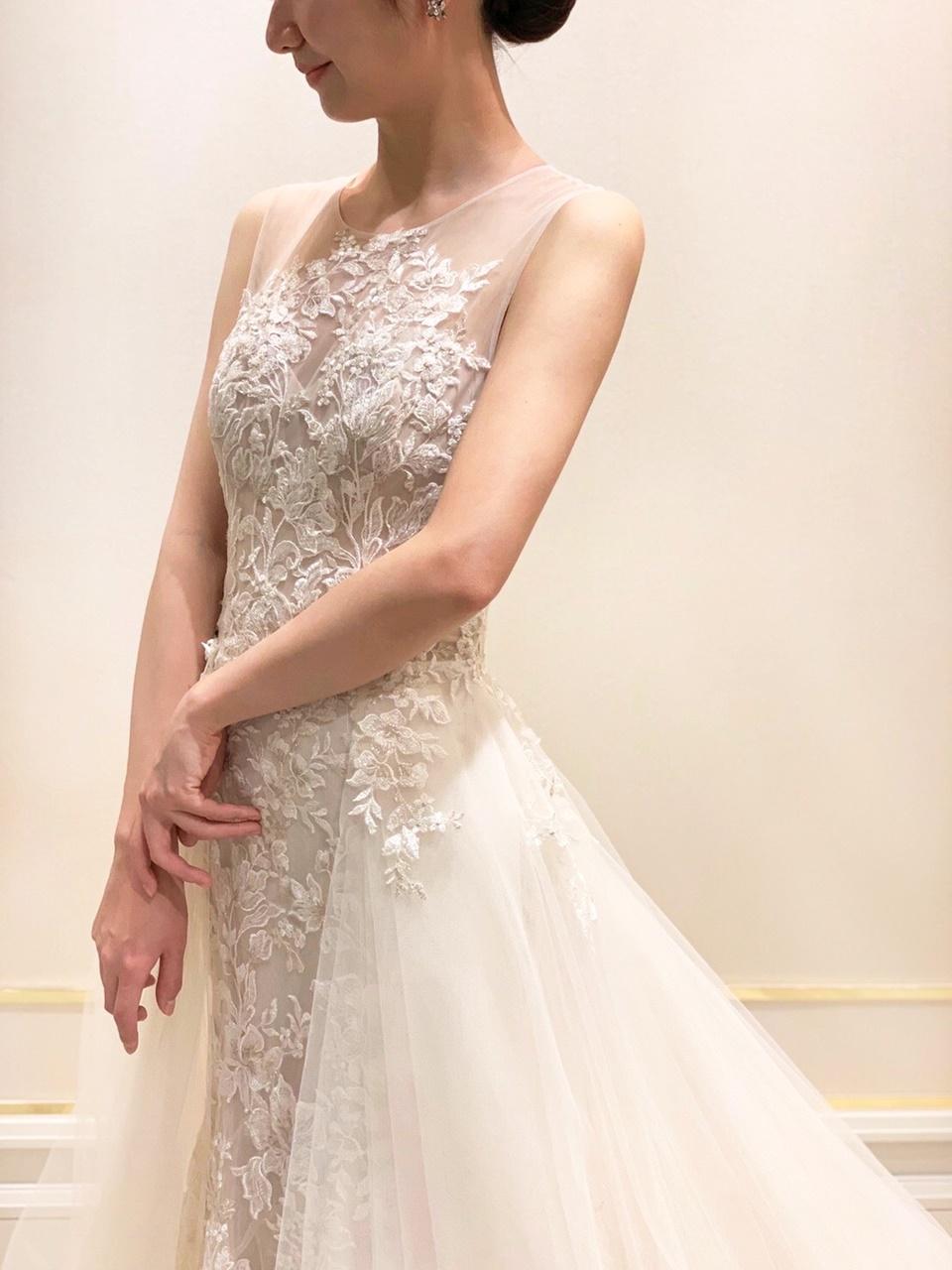 腰元から広がるチュールのオーバースカートが美しいブリス モニークルイリエの2WAYドレス
