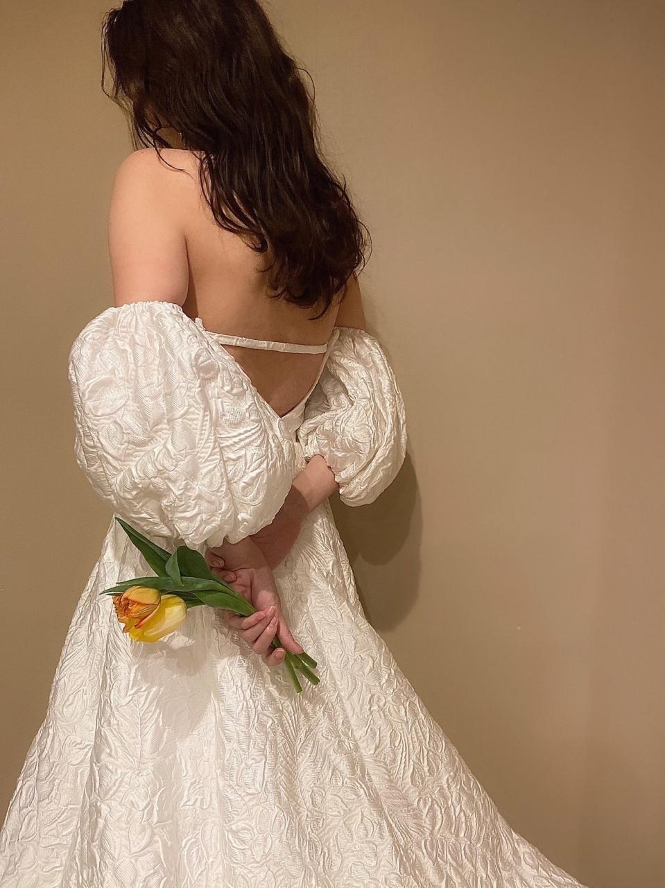 ザ・トリートドレッシング福岡店でお取り扱いのある、パフスリーブのウエディングドレスは、暖かな春のシーズンのウエディングにも軽やかでぴったり