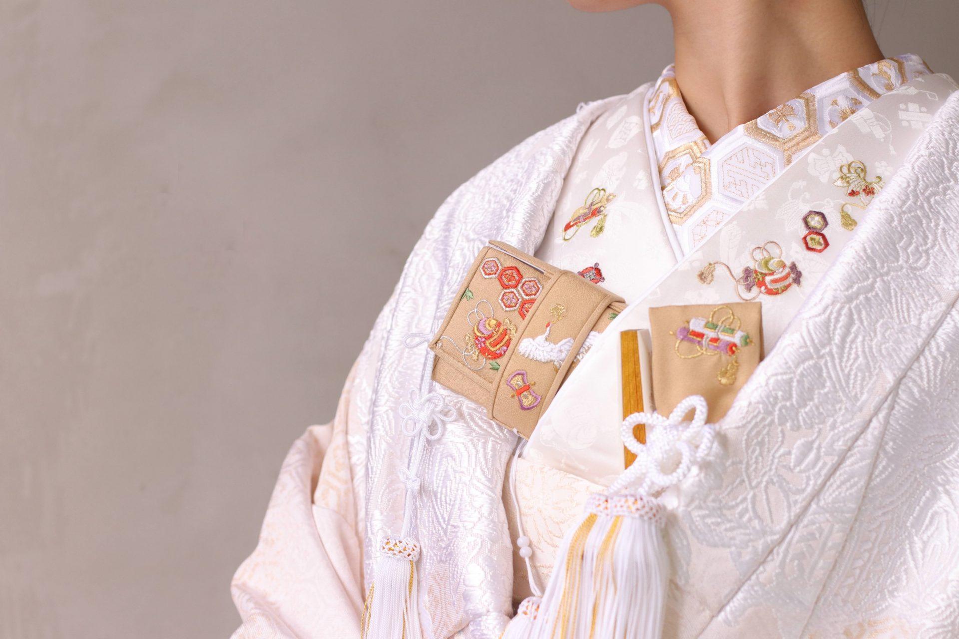 パレスホテル東京の提携ドレスショップ、ザ・トリート・ドレッシング アディション店にてレンタル可能な和装は、白無垢だけではなく合わせる半衿や帯揚げなどの小物に関しても幅広いバリエーションを取り扱いしており、そのモダンなコーディネートはインスタグラムでも人気です