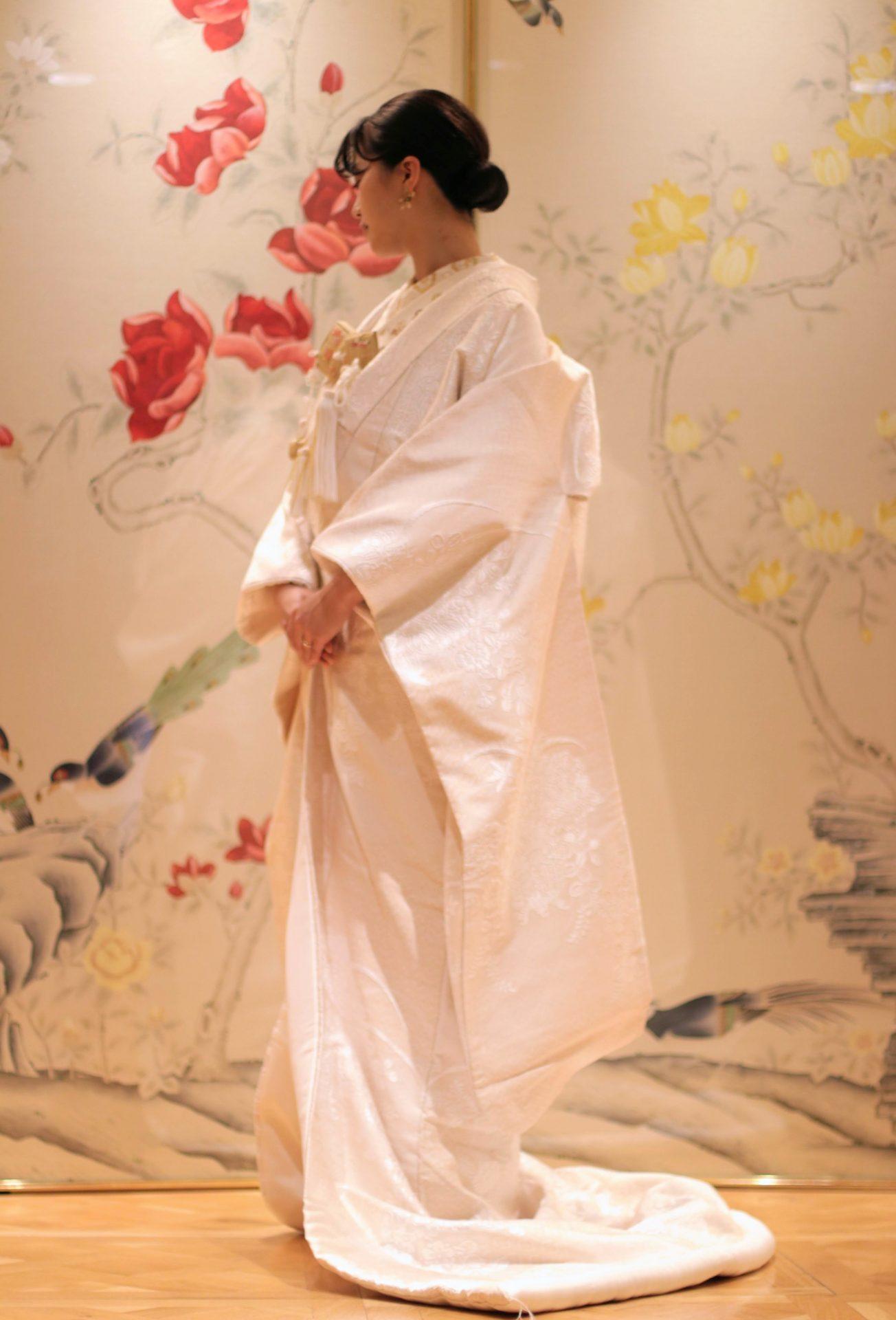 東京の人気ドレスショップ ザ・トリート・ドレッシング アディション店ではインポートのウェディングドレスだけではなく、白無垢や色打掛などの和装のレンタルも豊富に取り揃えており、古典的な柄からモダンな印象のものまで会場はや節に合わせてご提案しております