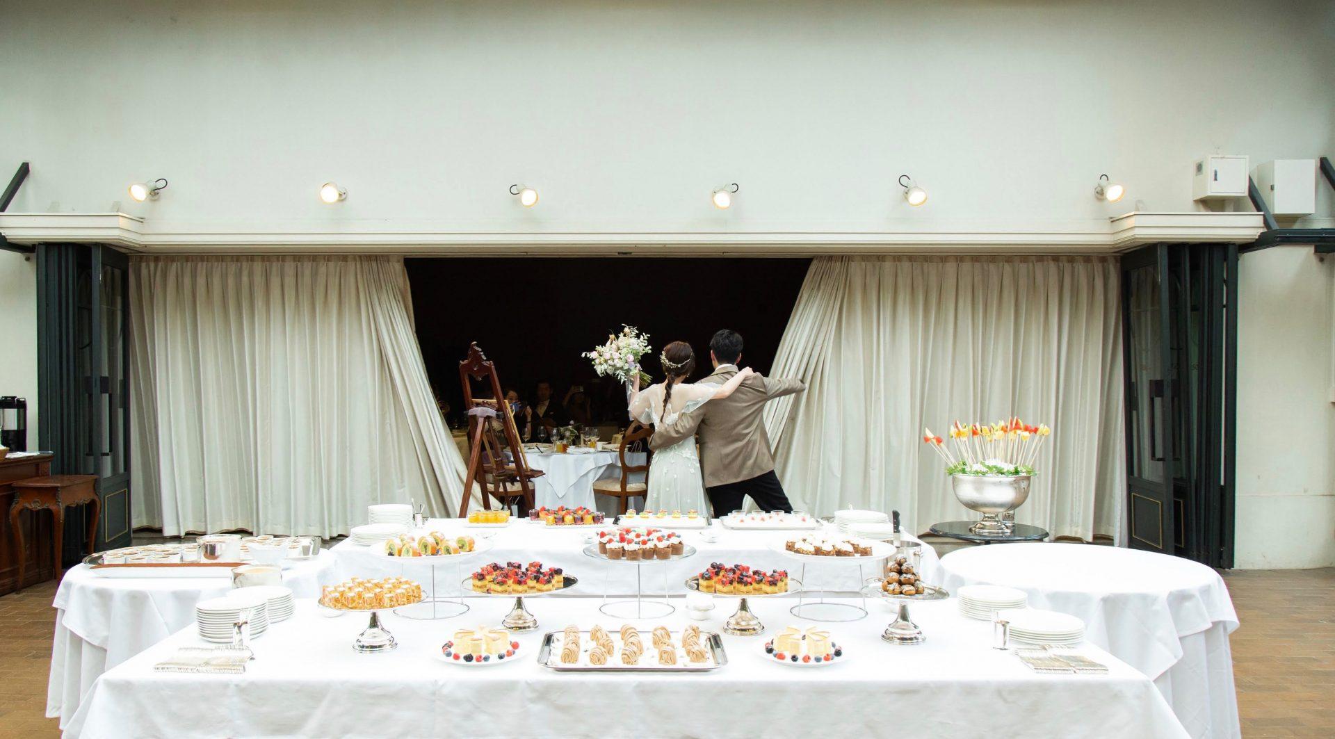 ひらまつウェディングならではのデザートビュッフェが楽しめる東京・代官山のレストランリストランテASOで行うアットホームな結婚式の様子。
