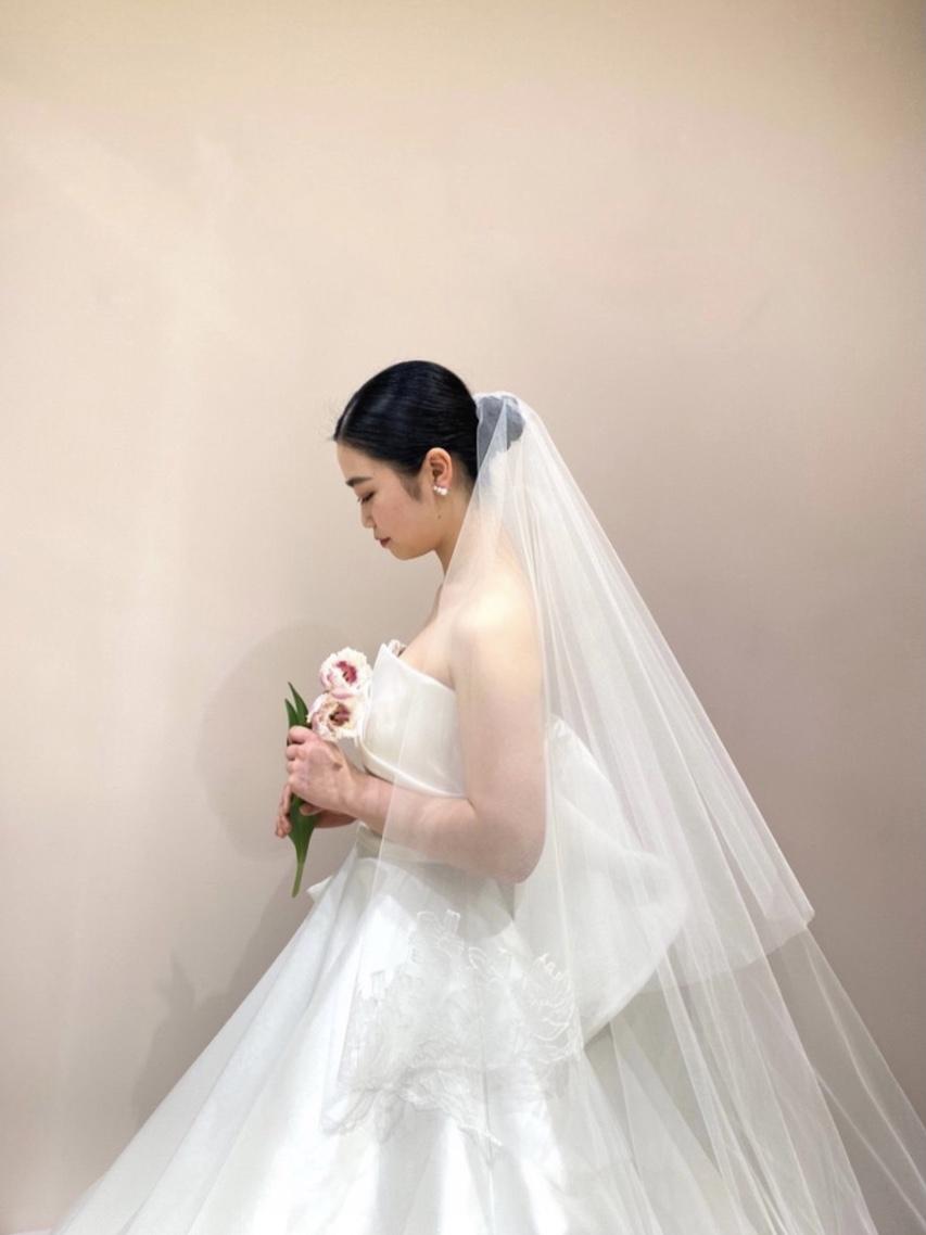 京都エリアでお式や前撮りをされるプレ花嫁様におススメのアントニオリーヴァのサテンのウェディングドレス