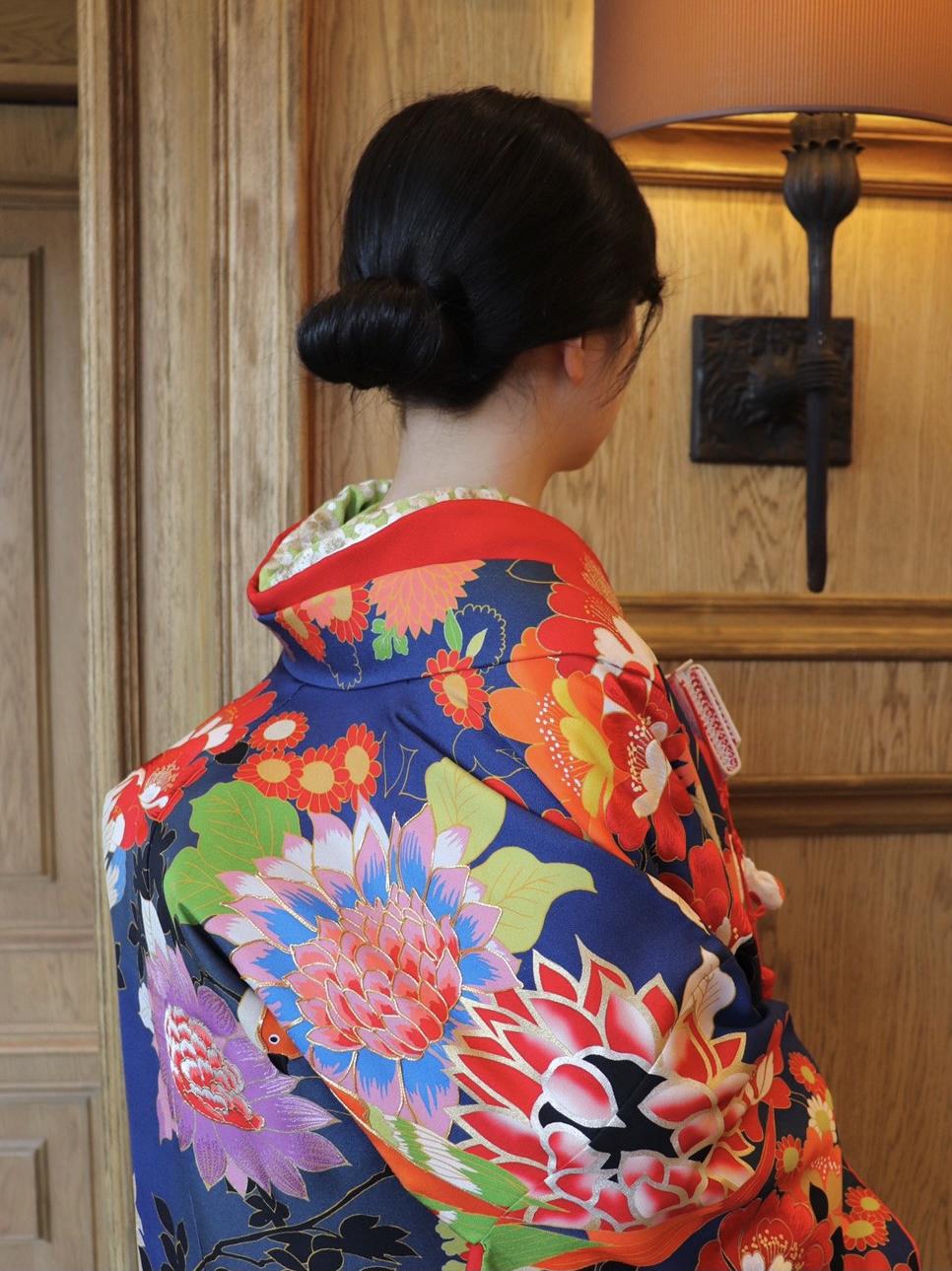 ザ・トリートドレッシング名古屋店でおすすめの紺色の色打掛のモダンなコーディネート