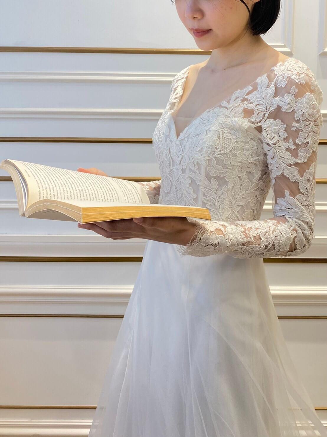名古屋のおしゃれなインポートのウェディングドレスがお好きな新婦様におすすめのアムサーラのウェディングドレス