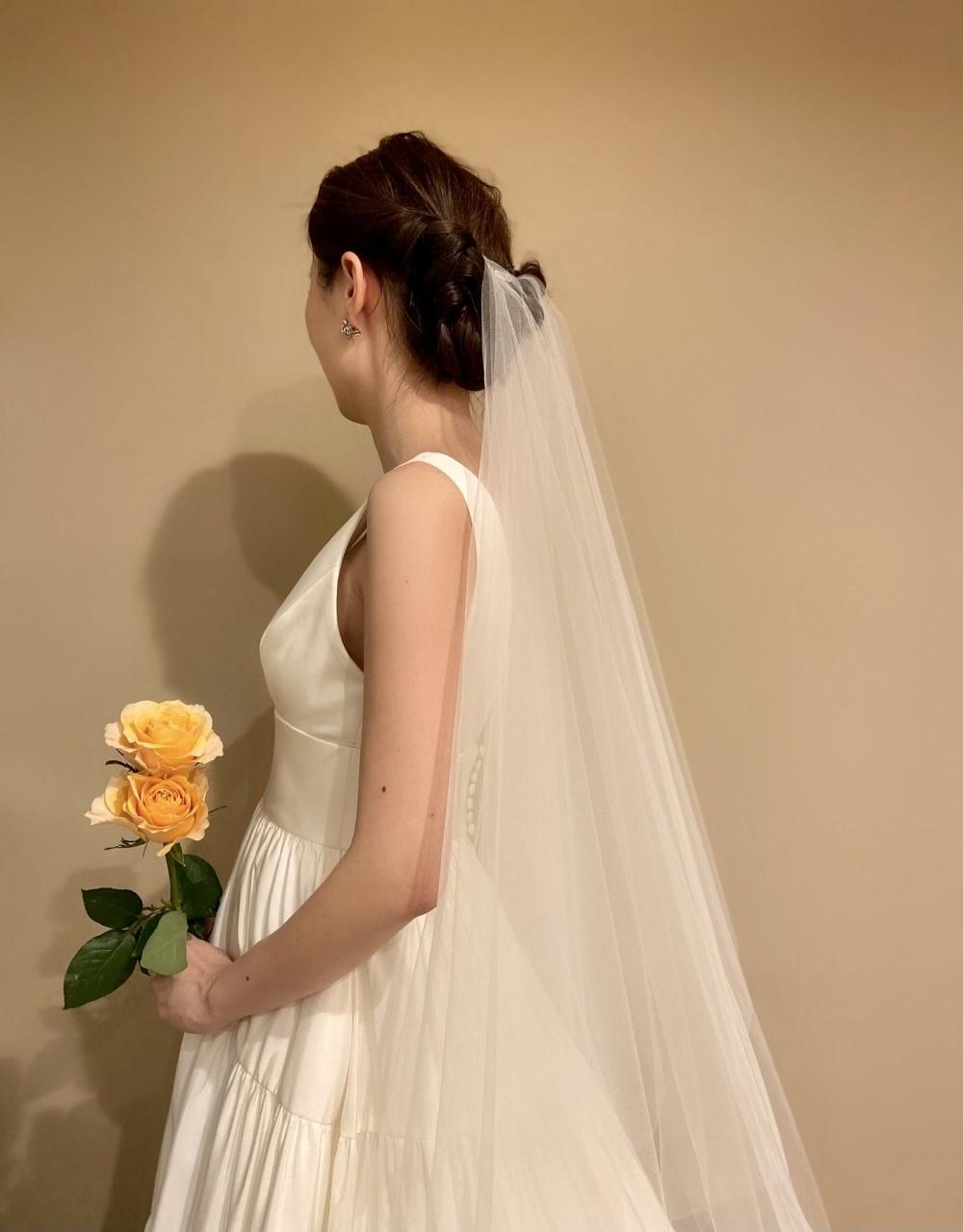 ザ・トリートドレッシング福岡店でお取り扱いのある、シルクタフタ素材が軽やかなAラインのウェディングドレス