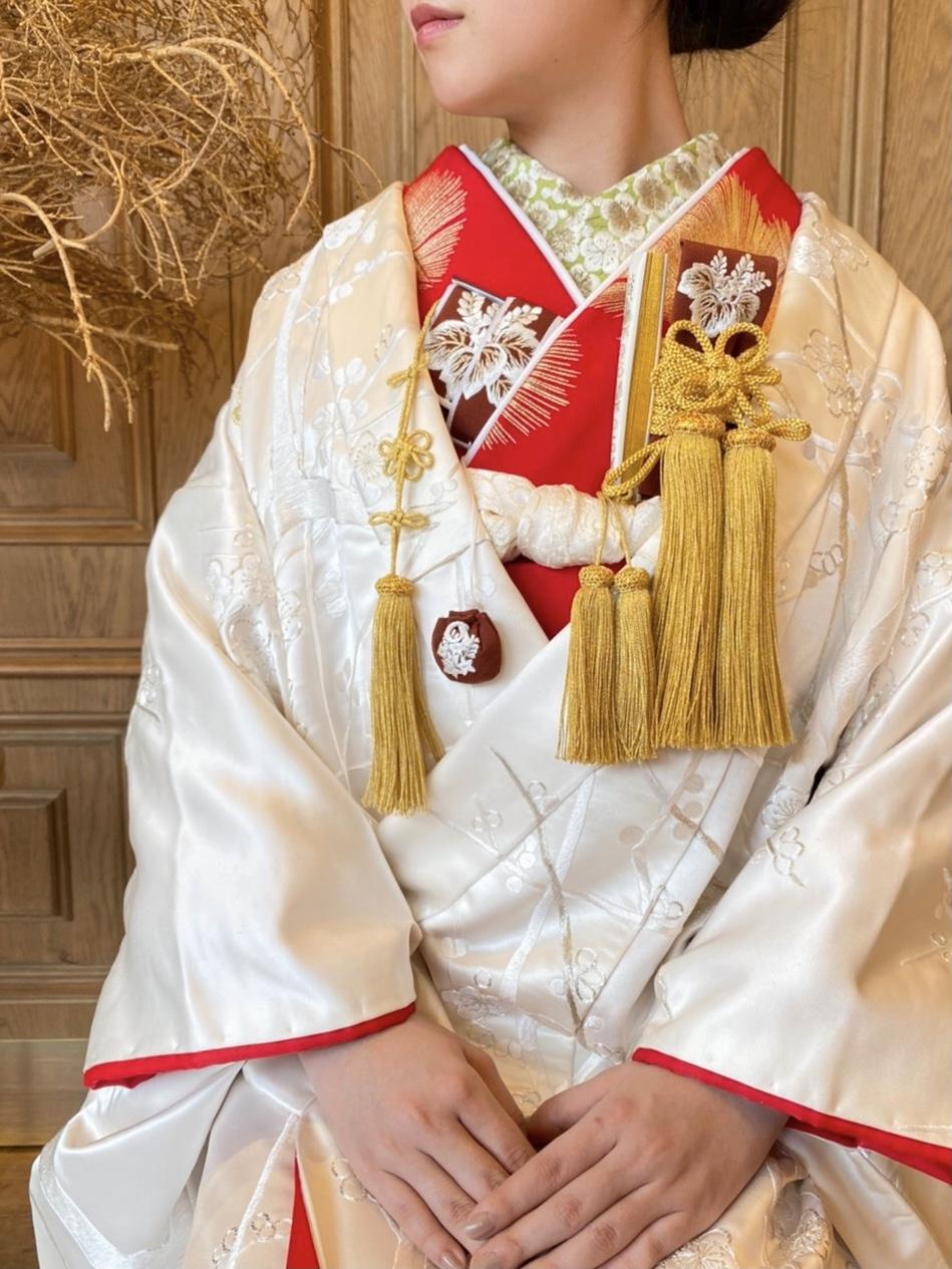 THE TREAT DRESSING名古屋店で人気の赤の掛下を入れた白無垢のコーディネート