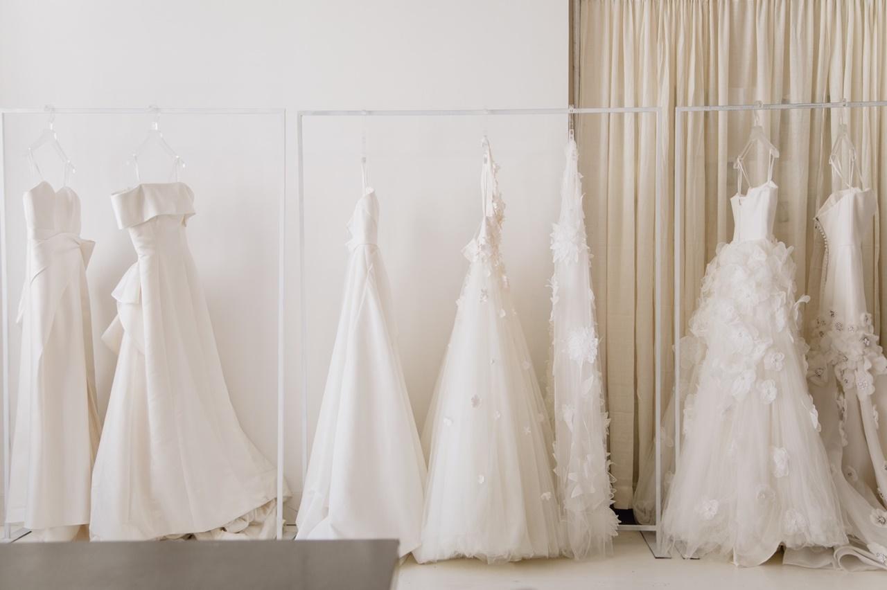 ヴィクター&ロルフ・マリアージュの白いウェディングドレス