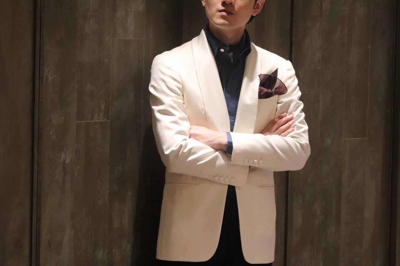 披露宴・お色直しでホワイトジャケットへ羽織り変えると、スタイルはたちまち華やぎエレガンスの漂う雰囲気に仕上がります。