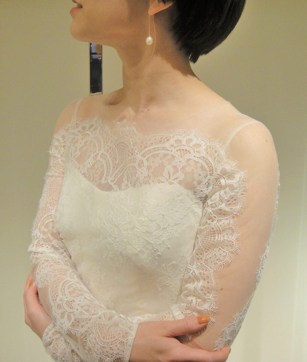 ロングスリーブデザインのレンタルウェディングドレスは横浜みなとみらい周辺の結婚式にぴったり