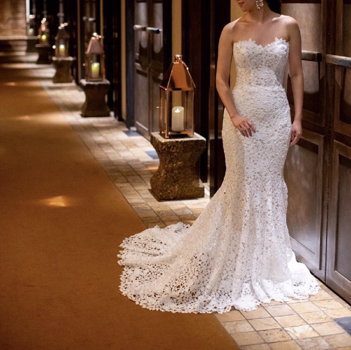 マーメイドラインのドレスはザ・ルイガンズでのパーティーにぴったり