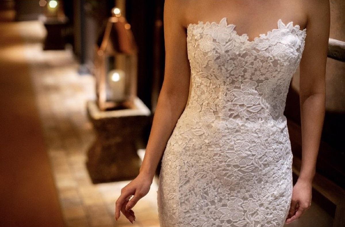 繊細なレースが美しいモニーク・ルイリエのレンタルドレス