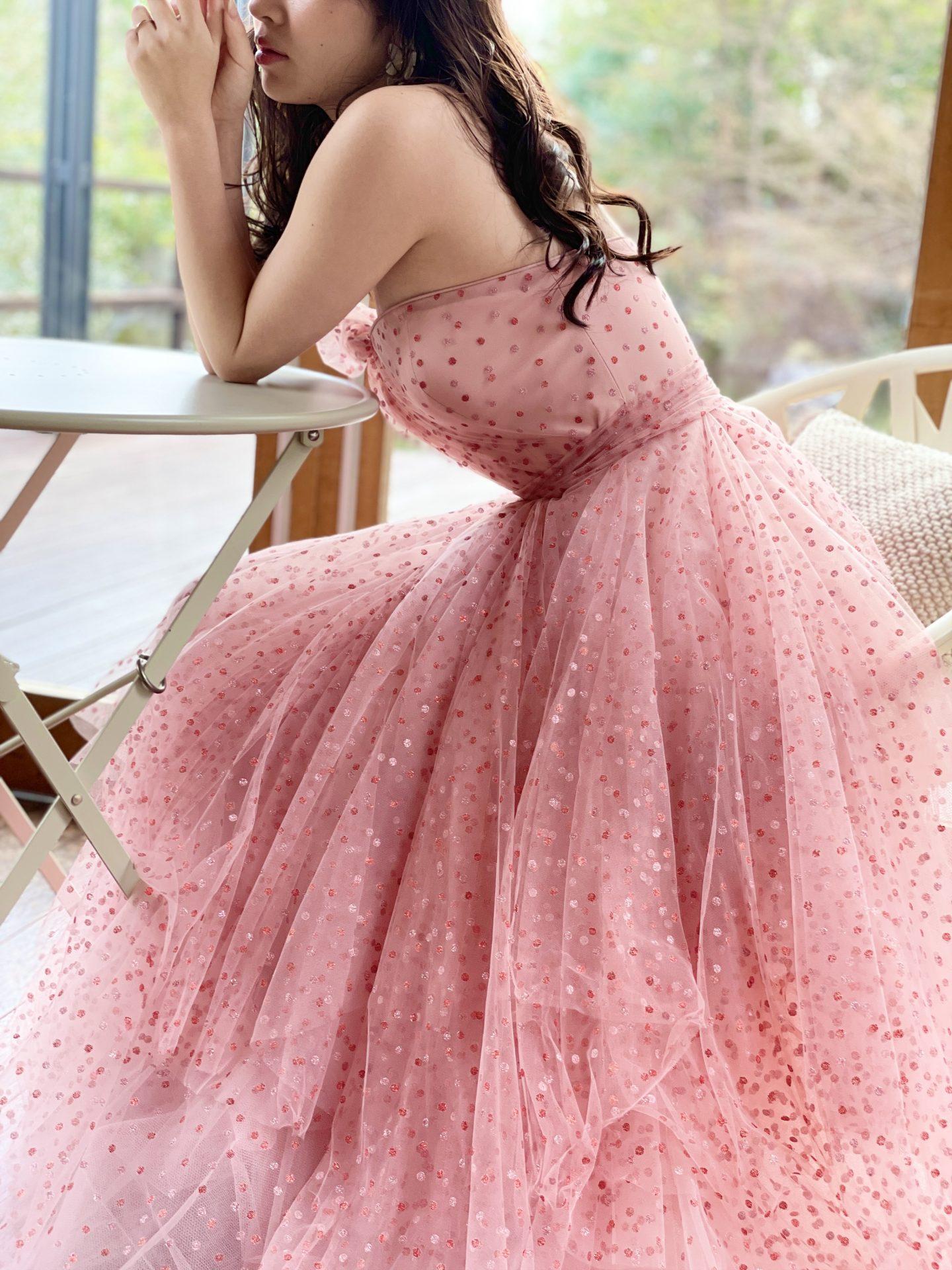 明るいピンクが可愛らしいビスチェのAラインのお色直しでおすすめしたいカラードレス
