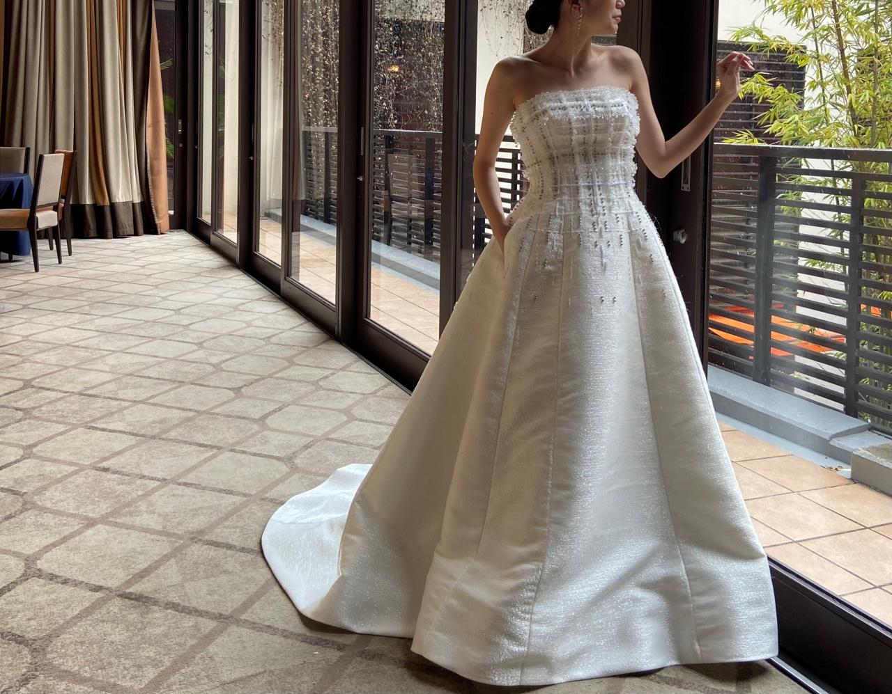 ヴィクターアンドロルフマリアージュのAラインのウエディングドレスは、ウィズザスタイルでのカジュアルなパーティーにもぴったり