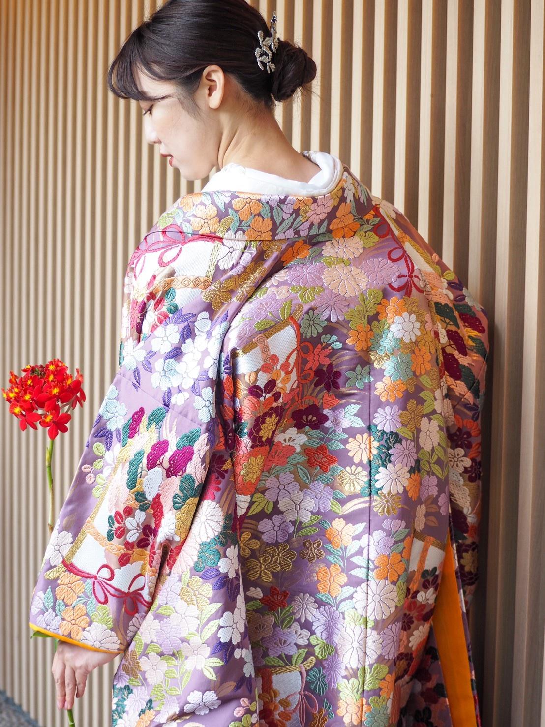 和モダンな会場に合うTHE TREAT DRESSING神戸店にてお取り扱いのある紫色の色打掛とヘッドアクセサリーのご紹介