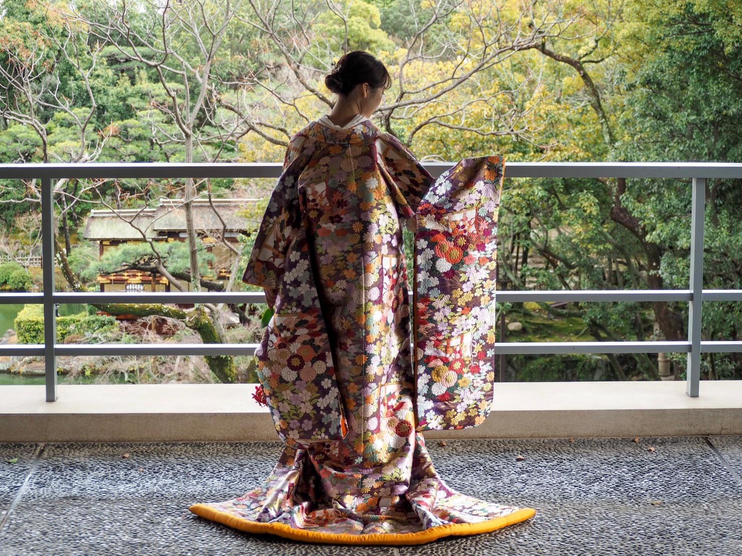 日本庭園でのお式にお勧めのTHE TREAT DRESSING神戸店にてお取り扱いのある色打掛のご紹介