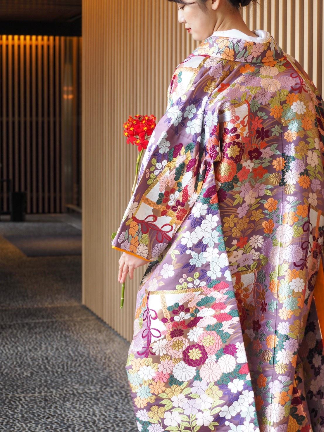 THE TREAT DRESSING神戸店にてお取り扱いのある几帳の柄が美しい紫色の色打掛のご紹介