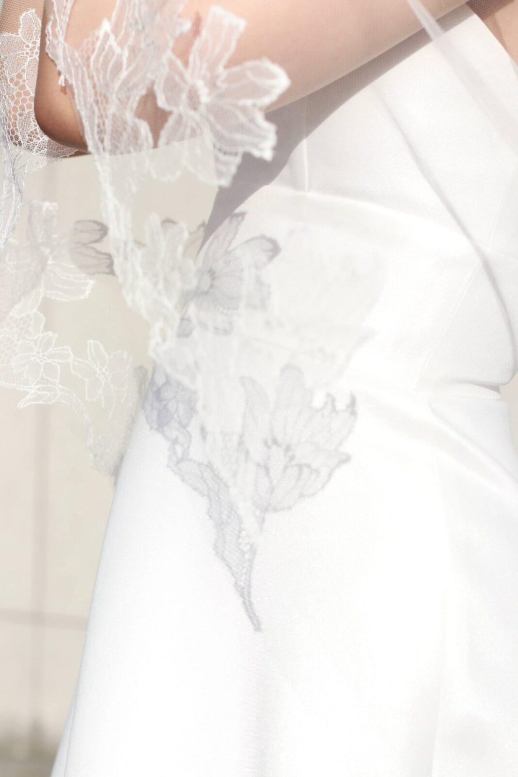 インポートドレスのセレクトショップ、ザトリートドレッシングで販売している新作のオリジナルベールはチューリップやコスモス模様のシルクレースを使用しています。