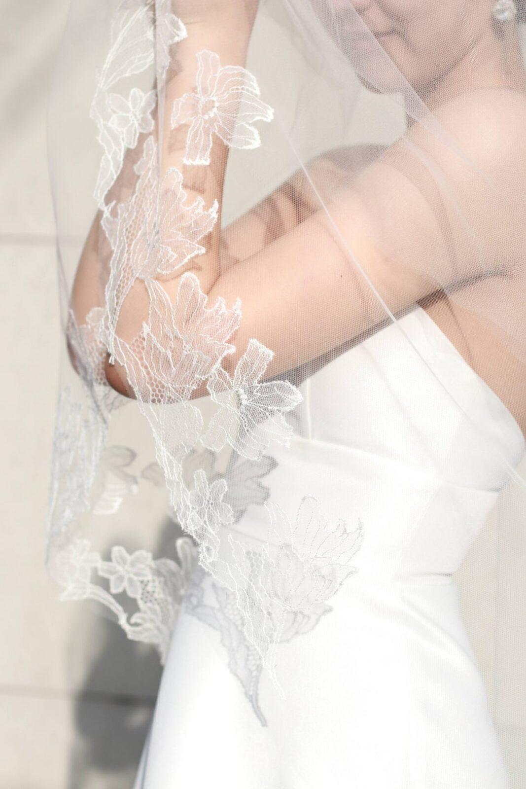 おしゃれ花嫁に人気のトリートドレッシングのアトリエから出たブランド、トリートメゾンで創られたシルクレースを使用したベール