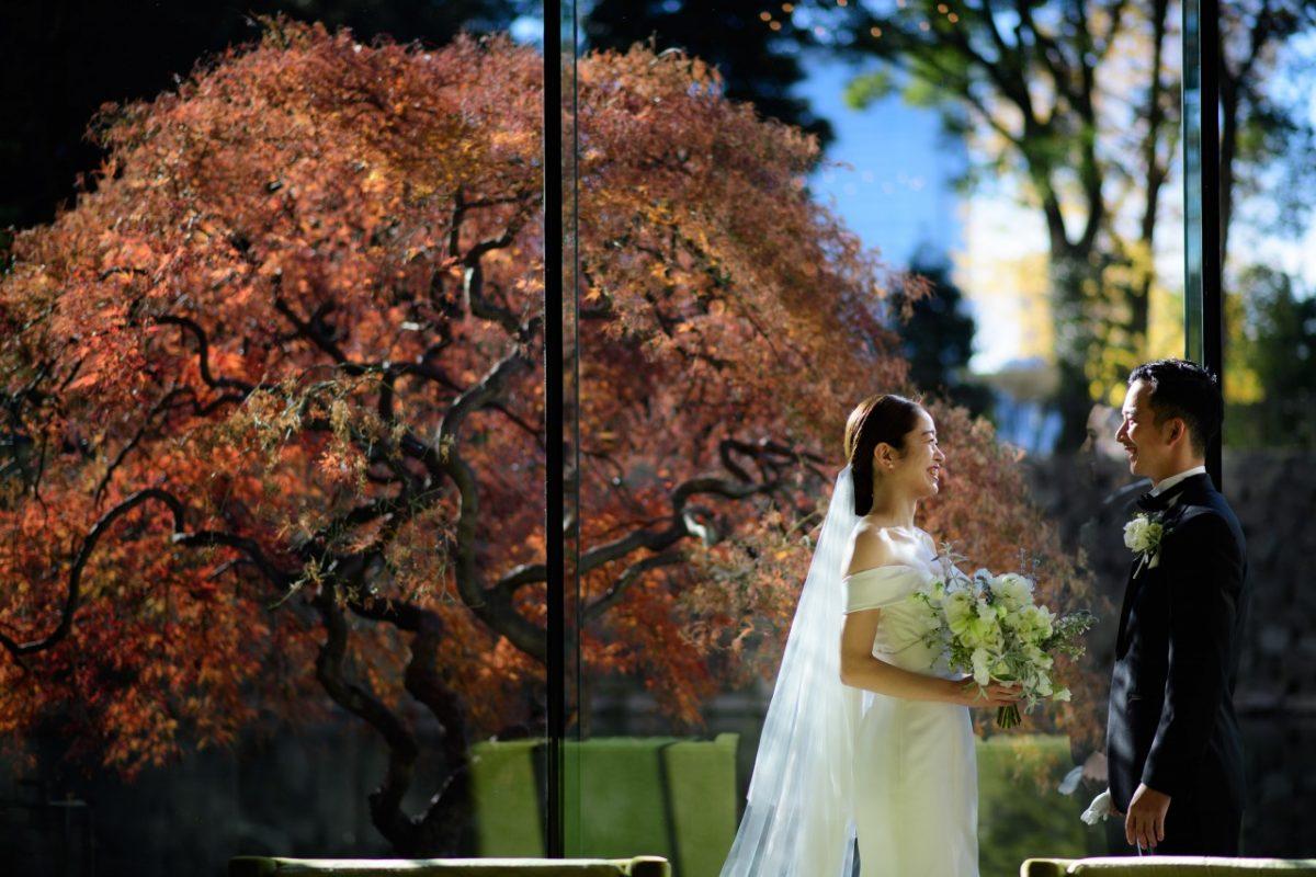 パレスホテル東京で冬婚にモダンなドレスタキシードをトリートドレッシングでお手伝いした新郎新婦様