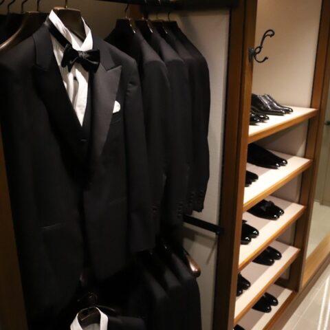 ザ・ガーデンオリエンタル大阪で挙式予定の新郎新婦様へトリートドレッシング大阪店のメンズ衣装合わせブースのご紹介