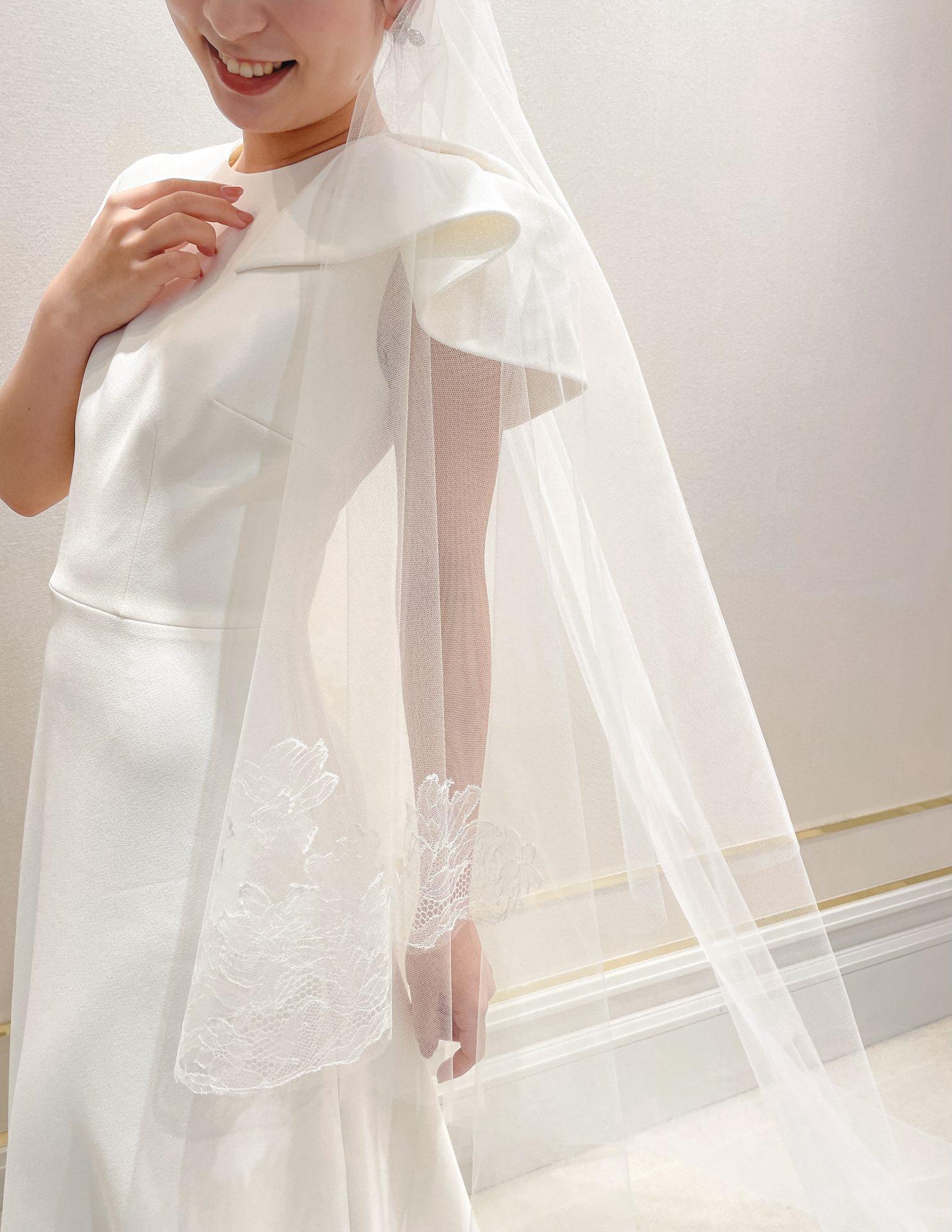 大阪心斎橋にあるドレスショップトリートドレッシングより、アットホームな結婚式におすすめな細身Aラインのナチュラルなウェディングドレス