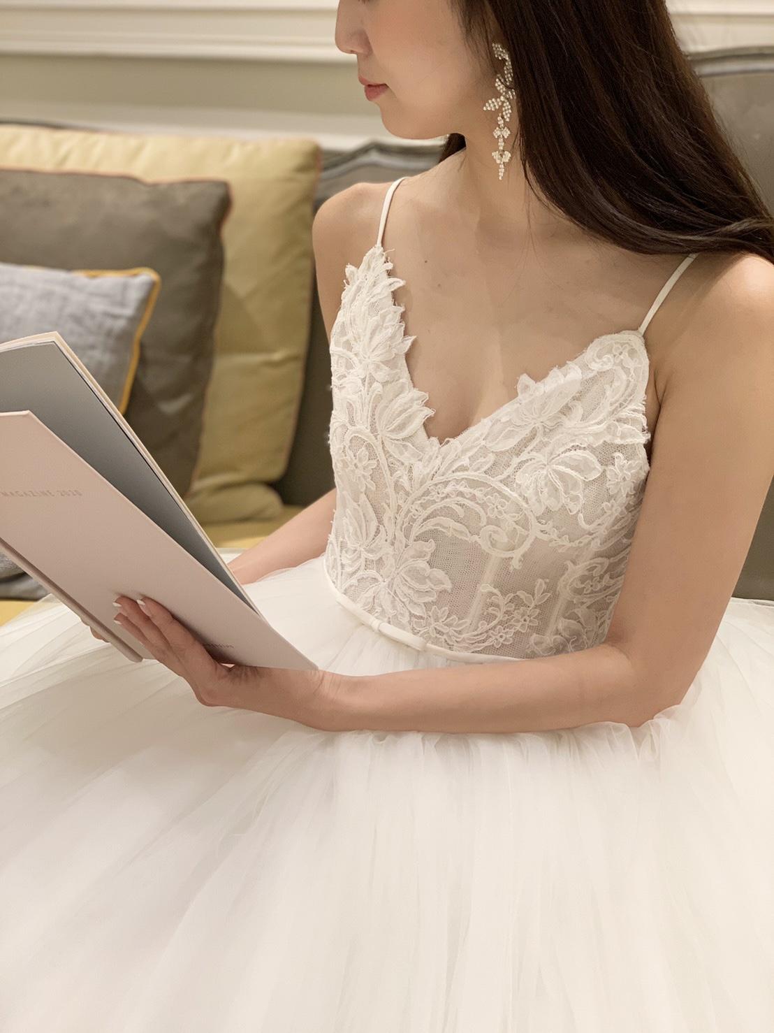 THETREATDRESSING神戸店からMonique LhuillierのAラインのドレスのご紹介