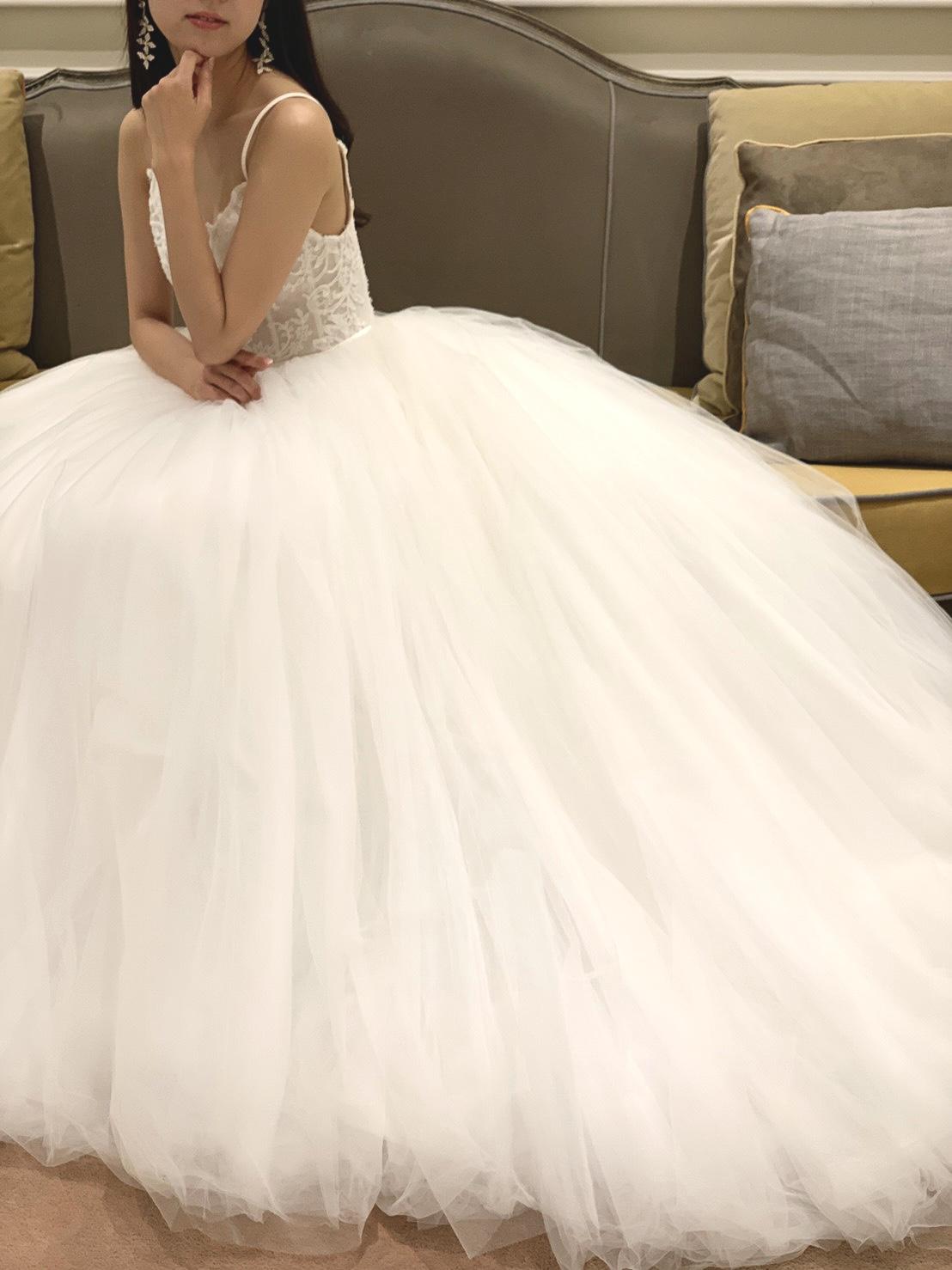 THETREATDRESSING神戸店からMonique Lhuillierのチュールのウェディングドレスのご紹介
