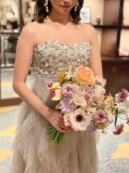 THE TREAT DRESSING京都店でお取り扱いしているお色直しにおすすめのニュアンスカラーが可愛いグレーのカラードレス