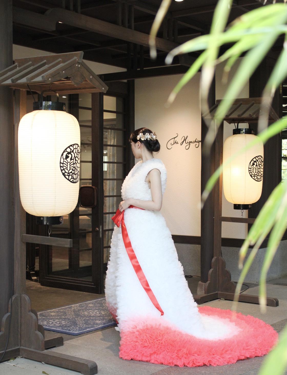 ザ・トリートドレッシング京都店にてお取り扱いをしているドレス。紅白の色味遣いが和の雰囲気を演出
