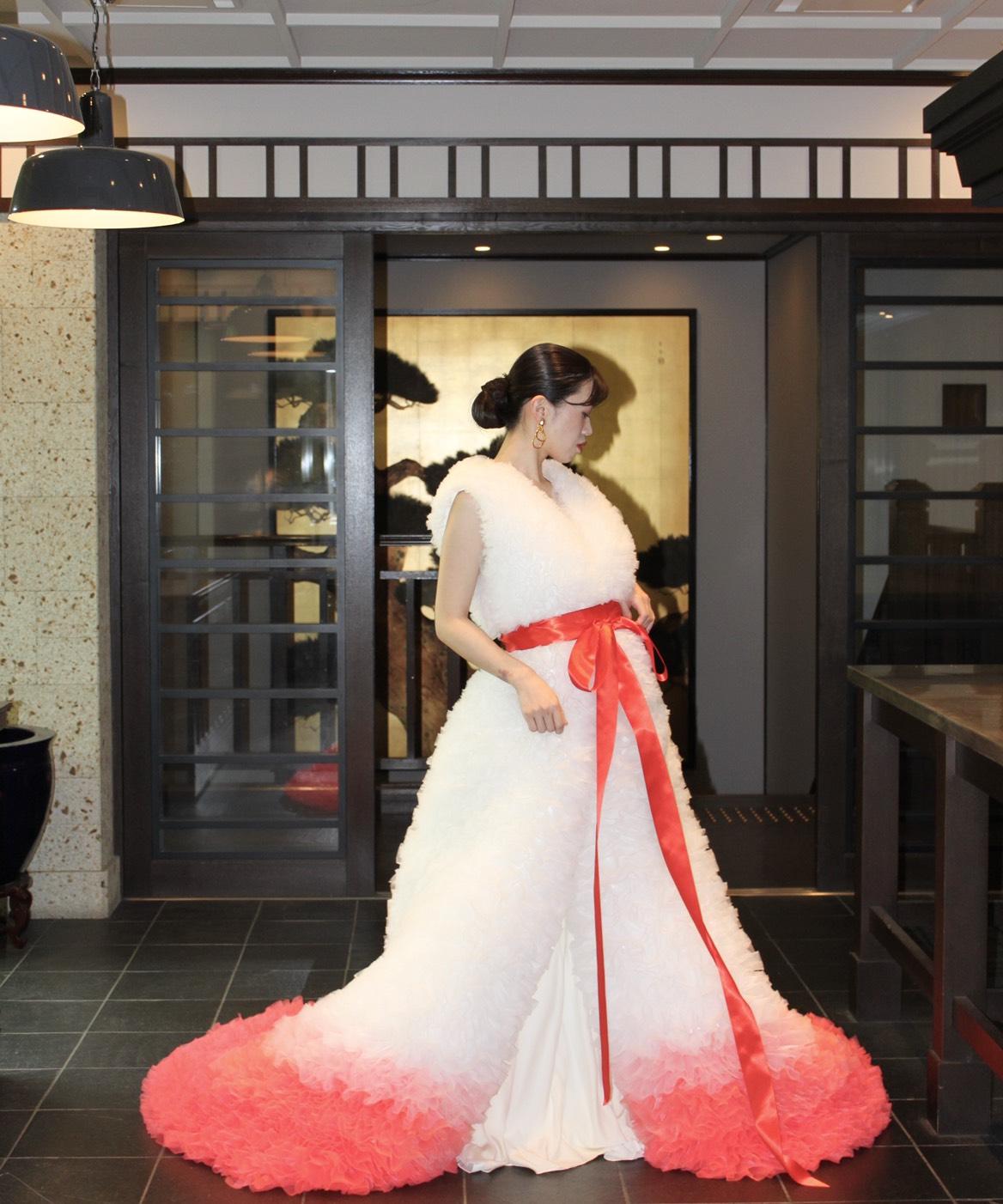 和婚をお考えのプレ花嫁様にお勧めのTHE SODOHHIGASHIYAMAKYOはTOTOMO KOIZUMIのドレスと合わせ唯一無二のブライズスタイルを叶えたい方にお勧め