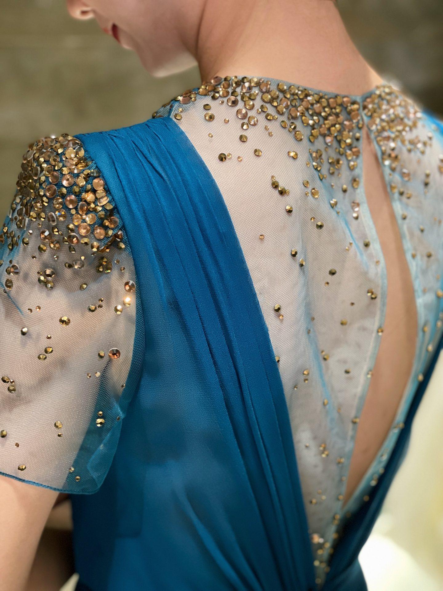 マリンブルーとオレンジのビジューが美しいJenny Packham(ジェニー・パッカム)の新作カラードレス