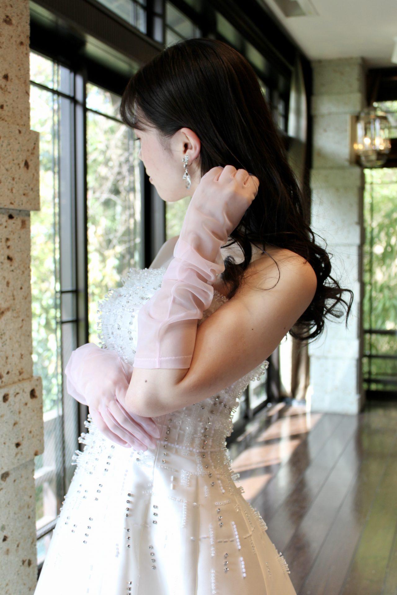 トリートドレッシング京都店にてお取り扱いをしているTOMOKOIZUMIのグローブはフェミニンで愛らしい雰囲気に