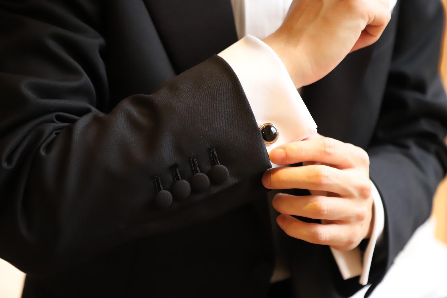 ザトリートドレッシング京都店がご紹介するご新郎様におすすめのフォーマルスタイルによるタキシードの細かなディティール紹介