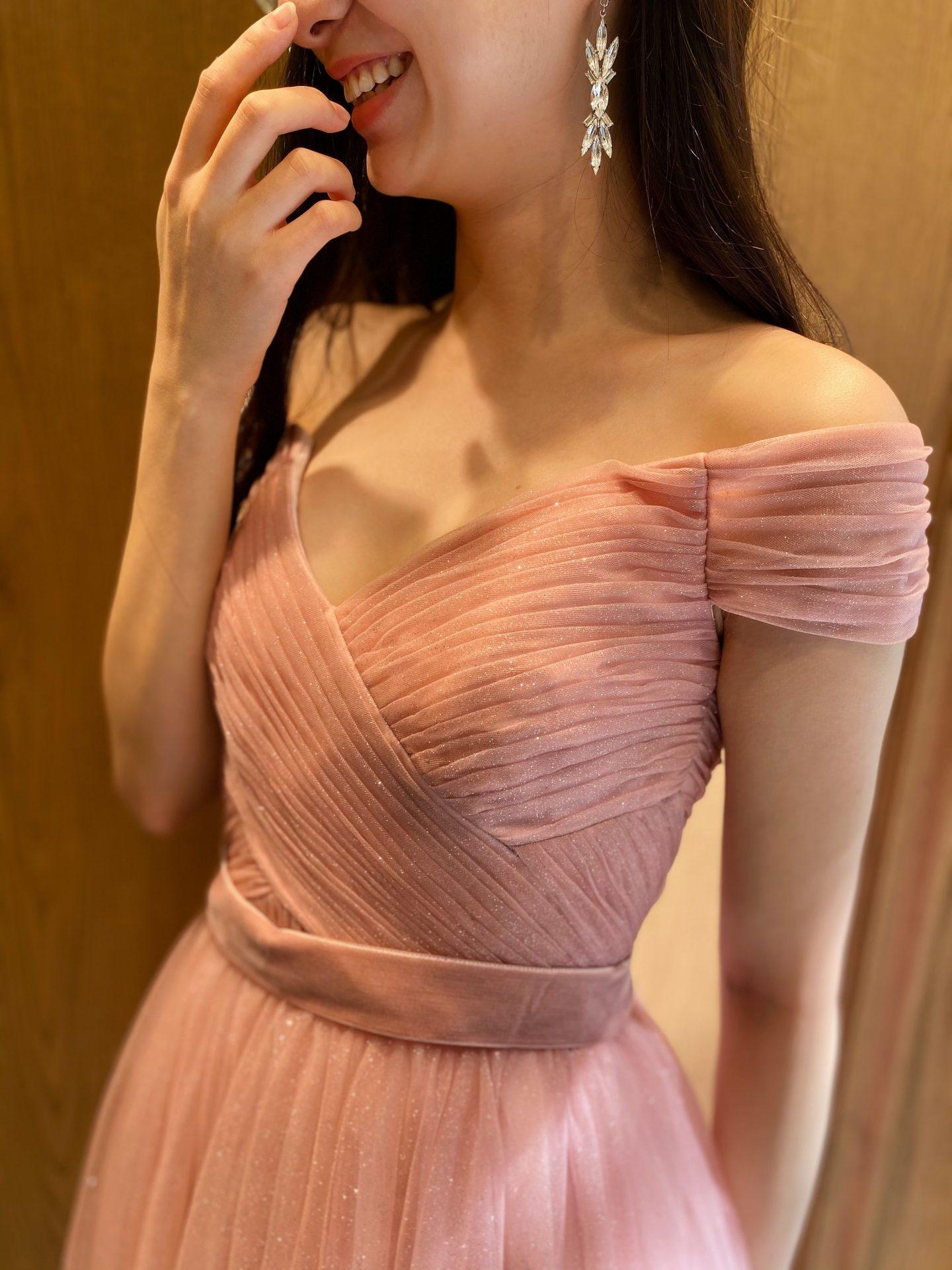 THE TREAT DRESSING 大阪店(ザ・トリート・ドレッシング・大阪店)でおすすめの新作のオフショルダーのカラードレス