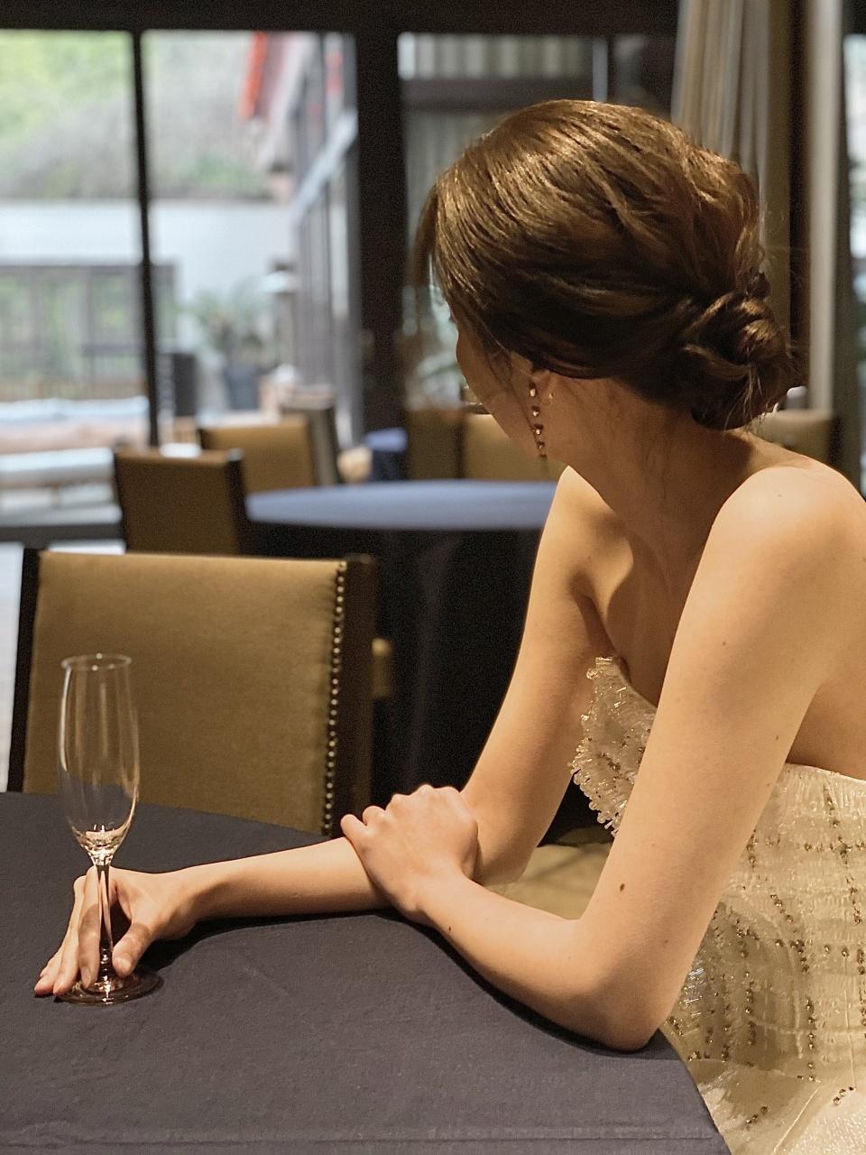 ナイトウエディングにぴったりな華やかなウエディングドレス