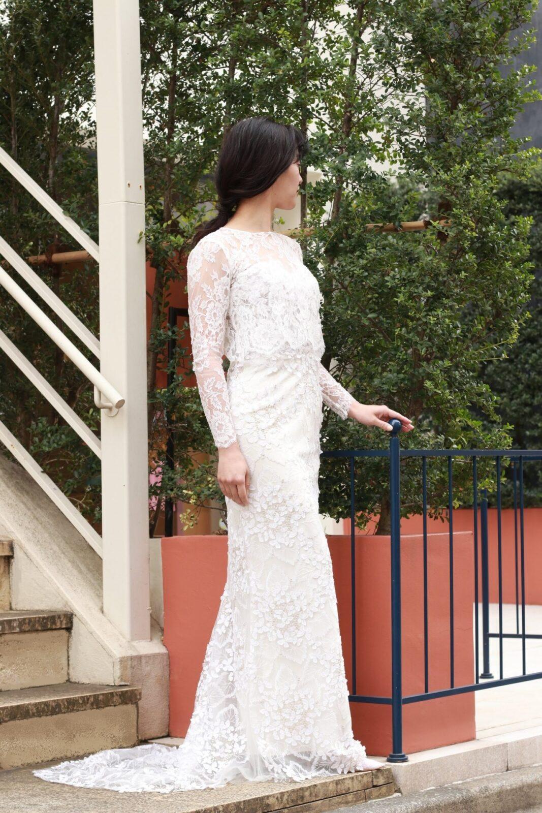クラシックな雰囲気のトリートメゾンのオリジナルボレロとエリザベスフィルモアのウェディングドレスを合わせたコーディネート。